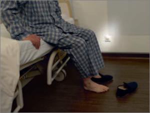 Jusqu'à présent, la téléassistance permettait de secourir les personnes ayant chuté. Les solutions domotiques sont préventives, elles permettent, par exemple, de limiter les chutes, souvent fatales pour les personnes âgées.  © Legrand