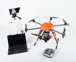 Le drone et son équipement complet, avec pilote automatique