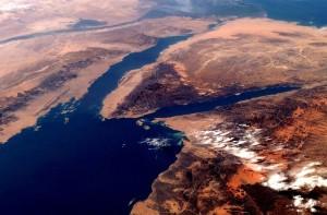 1280px-Gulf_of_Suez_from_orbit_2007