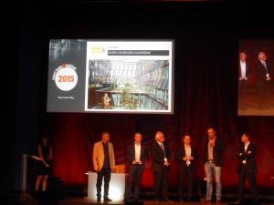 Grand Prix Smart Building - Jeremy Fleurus de Dom6 a reçu le grand prix Smartbuilding 2015 des mains de Serge Le Men, vice-président de la Smart Building Alliance, pour son travail d'intégration dans l'Hôtel Région Auvergne.