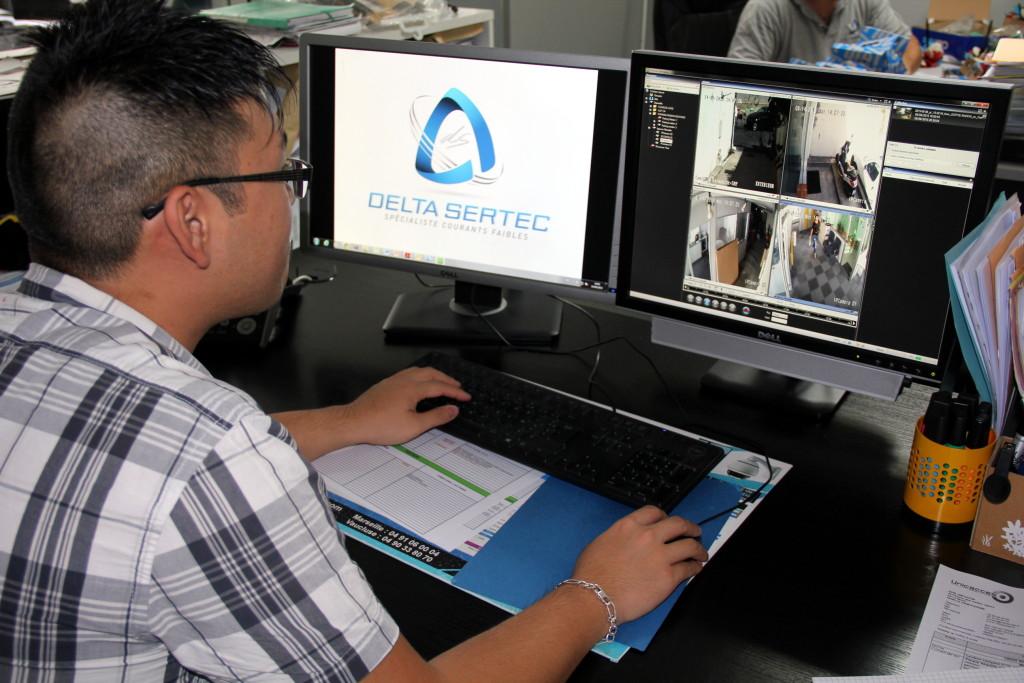 1.Suite à un vol, un technicien récupère les images d'un enregistreur numérique à distance : un service à valeur ajoutée à proposer aux clients. / (c) DR