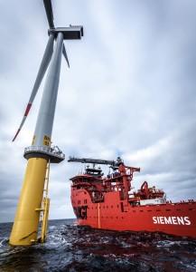 Siemens, leader mondial en matière de production d'énergie éolienne en mer et de maintenance éoliennes, est le premier acteur du secteur à concevoir et commander ce nouveau type de navire, développé spécifiquement pour l'entretien et la maintenance des parcs éoliens éloignés.
