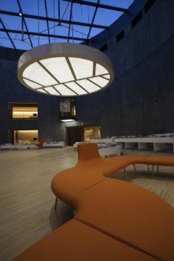 © Nicolas Wilmouth. Bibliothèque Oscar-Niemeyer, au Havre – Maître d'ouvrage : ville du Havre – Architectes : agences Deshoulières & Jeanneau et Sogno architecture