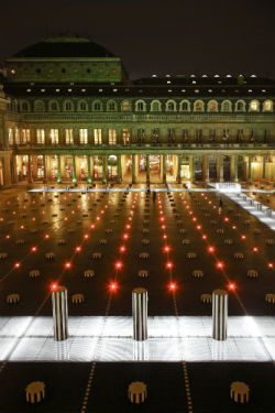1985. Cour du Palais Royal. Daniel Buren. ©LEC. Photo Jean-Philippe Humbert