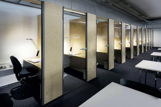 © Luctra – A l'universite technologique de Munich, les lampes a poser Luctra permettent a chaque étudiant de choisir la température de couleur qu'il préfère.