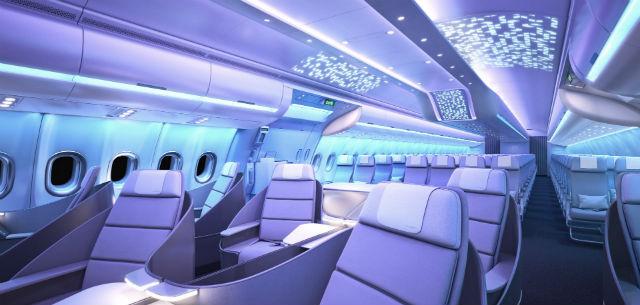 © Airspace-by-Airbus – Dans la cabine de l'Airbus A330neo, l'éclairage d'ambiance suit le rythme de sommeil des passagers.