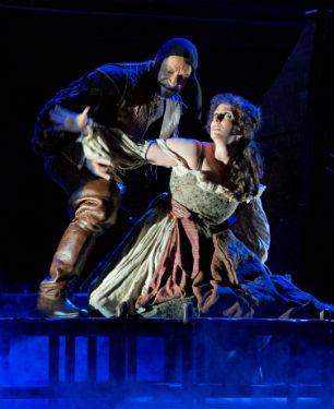 Photo : Luciano Romano – Rigoletto de G.Verdi_au théâtre San Carlo de Naples – lumières Arnaud Bernard