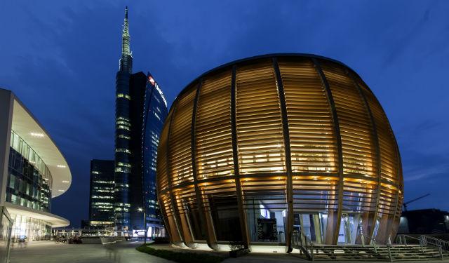 © ERCO . Photo Dirk Vogel – Architecture : aMDL Architetto Michele De Lucchi Sr – Conception lumière : Gruppo C14, Alexander Bellman Unicredit