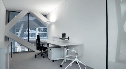 330 lampadaires Level SensoDim®, équipés de 4 lampes fluocompactes de 55 W, ont été spécifiquement fournis en blanc afin de s'harmoniser avec les teintes des parois et du mobilier des bureaux.