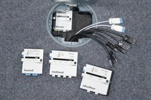 Si la zone d'encombrement ne permet pas d'installer tous les modules embrochés, il sera possible de les séparer ; des cordons de 50 cm ou 1 m permettront leur raccordement. La flexibilité est totale !