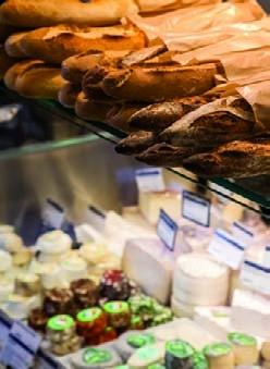 Biocoop, Paris. Les produits frais  comme la viande et la charcuterie, le  pain et les viennoiseries, les pâtisseries,  exigent un éclairage optimal qui les  préserve afin de les présenter au mieux  aux clients. Décoloration, dessèchement,  modification des couleurs ou des  consistances : souvent un mauvais  éclairage est la cause d'importantes  pertes de marchandises. Bäro a  développé une technologie brevetée de  filtre qui permet à l'éclairage de protéger  la marchandise.