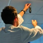 Un technicien installant la solution PureTech