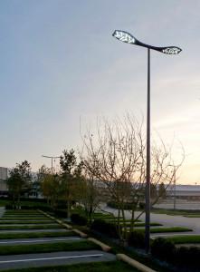 (©Eclatec) Centre commercial Atoll, Beaucouzé. Créé par Jean-Michel Wilmotte pour Eclatec, Aloa apporte au cœur des villes une bienveillance végétale avec sa transparente légèreté qui tire son inspiration des plantes tropicales aux corolles largement déployées.