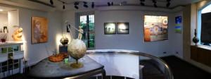 ©Neolux. L'exposition Antoine de Saint-Exupéry (Galerie Artcube – Paris VIe) a bénéficié d'un éclairage composé de luminaires LiFi (Neolux LED Lighting Solutions et Oledcomm).