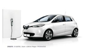 © QUEREL, Xavier / LEBON, Philippe / PRODIGIOUS. La Renault Zoé en charge sur une prise Green up.