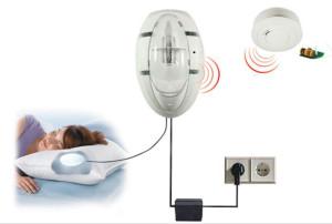 Détecteur autonome de fumée destiné aux sourds et malentendants.  ©Ei Electronics