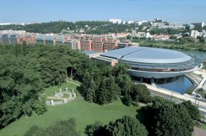 Hôtel de la Cité (164 chambres sur 8 étages). Couplée au système de gestion de réservation de l'hôtel, la GTC a permis de réduire la consommation d'énergie du bâtiment et par conséquent les coûts d'exploitation de 20 %.