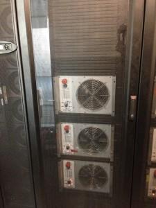 Les bancs de charge rackables permettent de tester la ventilation de chacune des baies avant installation des serveurs