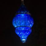 Lanterne BluEMoon (design Emmanuel Prin) en verre soufflé et en métal jalonnent la promenade des Arts. © Thomas Douvry