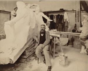 © Musée Rodin. Auguste Rodin dans son atelier de l'Hôtel Biron