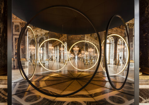 Olafur Eliasson Your sense of unity, 2016 Mirror foil, brass, LED lights, wood, paint (black), steel, plastic, control unit 512x270x466cm Palace of Versailles, 2016 Photo: Anders Sune Berg Courtesy of the artist; neugerriemschneider, Berlin, Tanya Bonakdar Gallery, New York © Olafur Eliasson