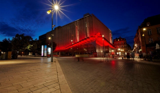 © Julien Falsimagne. Prix de la conception lumière 2015 (ex aequo) Vincent Thiesson, Agence ON. Mise en lumière de la marquise des Galeries Lafayette de Metz (57)