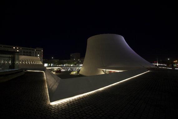 © Nicolas Wilmouth. Le Volcan au Havre. Réhabilitation des espaces publics – Maître d'ouvrage ville du Havre – Architectes : agences Deshoulières & Jeanneau