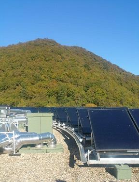 Panneaux solaires autovidangeables en toiture. (source Pages-Energie)