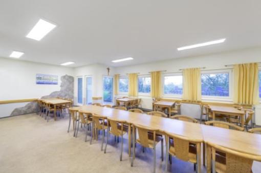 APRES : les LED et la gestion d'éclairage permettent d'économiser des coûts tout en garantissant un confort lumineux élevé.