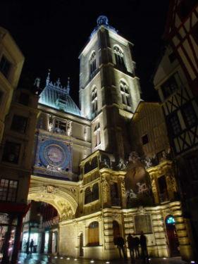 Tour du Gros Horloge à Rouen (F), conception lumière Sylvain Bigot, Citéos 2003.