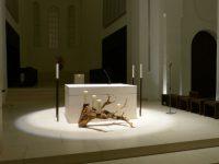 Autel de l'église St. Moritz à Augsburg (D) en Novembre 2013, après rénovation par l'architecte John Pawson et l'agence d'éclairage Mindseye. Vision de la lumière