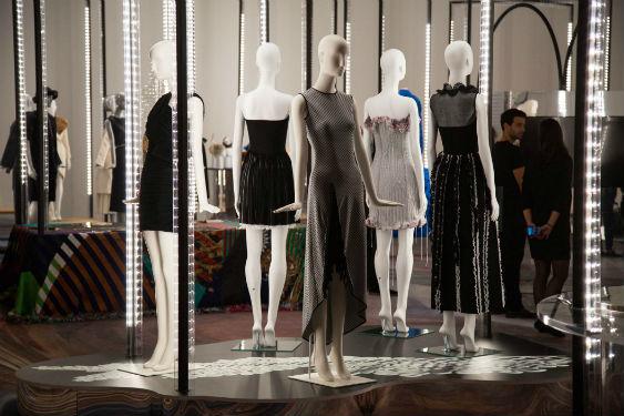 Figure N°3 : fabriquer le futur : la technologie TRI-R illumine l'exposition « Fabriquer le futur, histoires de l'innovation et de l'artisanat » à la Fashion Week de Milan. L'évènement a eu lieu en partenariat avec la Chambre de la Mode, Vogue Italie et l'agence ICE.