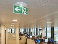 © Legrand – BAES LED d'évacuation encastré Kickspot de Legrand équipé d'un système automatique de test intégré SATI AutoDiag, certifié NF Environnement., éclairage de sécurité