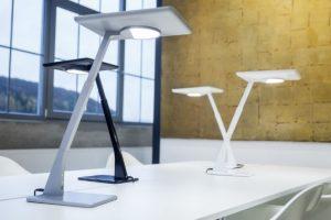 © Trilux – Doté d'un éclairage direct et indirect, Bicult LED va révolutionner l'éclairage de bureau. Il assure un éclairage direct optimal du poste de travail à toute heure du jour ou de la nuit.