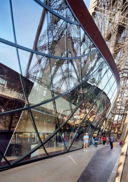 © Agence Moatti-Rivière. Premier étage de la tour Eiffel.
