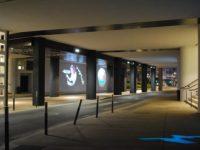 © Soizick Bihen, Maîtrise d'ouvrage : CHRU de Brest Hôpital Morvan – Architecte : Atelier de l'île – Bureau d'études : IRH/Ploemeur – Conception lumière : Soizick Bihen – Graphiste : Téra-création – Solution éclairage : Comatelec, iGuzzini, Martin Architectural, SILL – Installateurs : Cegelec, Spectaculaires