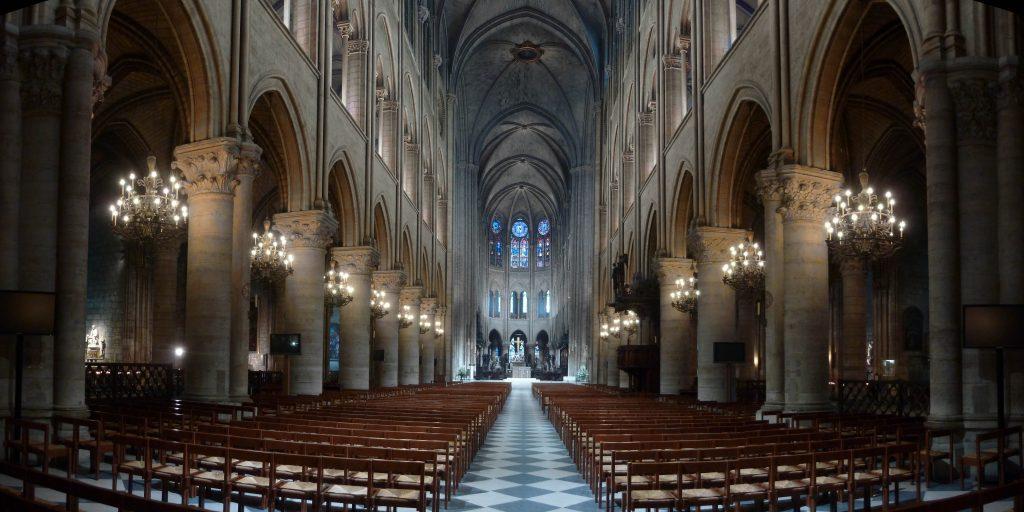 Notre-Dame de Paris : mise en lumière intérieure à LED. Eclairagiste : Armand Zadikian. ©Armand Zadikian