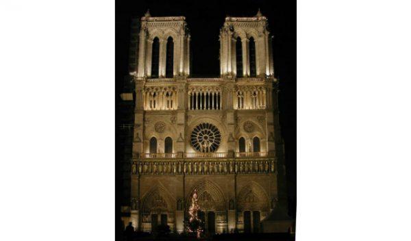 Notre-Dame de Paris, Mise en lumière extérieure : Roger Narboni, concepteur lumière, Concepto, Louis Clair, concepteur lumière, Light Cible, et Italo Rota, architecte ©Concepto