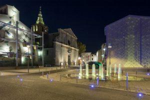 Place-Louis-Rey-Lunel-France-Architecte-urbaniste-Lebunetel-Associes-Concepteur-lumiere-ECL-Studio-Dampere-Graphiste-Eric-Pol-Simon (c)Julien-Thomazo