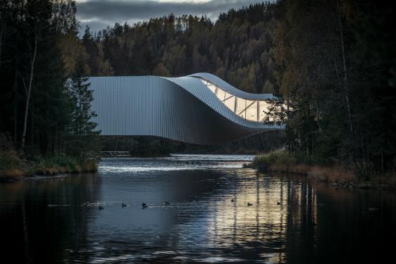 « The Twist », Jevnaker, Norvège. Maître d'œuvre : Kistefos Museum - Architecture : BIG Bjarke Ingels Group, Copenhague - Conception lumière : Light Bureau, part of AFRY, Oslo - Intérieure :Guy Robertsen. © ERCO. PhotoTomasz Majewski