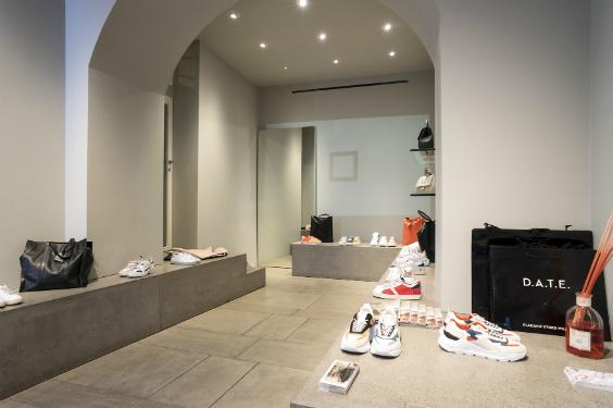 Maîtrise d'ouvrage : Flagship store D.A.T.E Milan - Architecture : Filippo Santoni, Serena Santini - Conception lumière : « Santini Santoni »